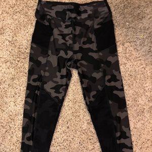 Pants - Camo 7/8 leggings